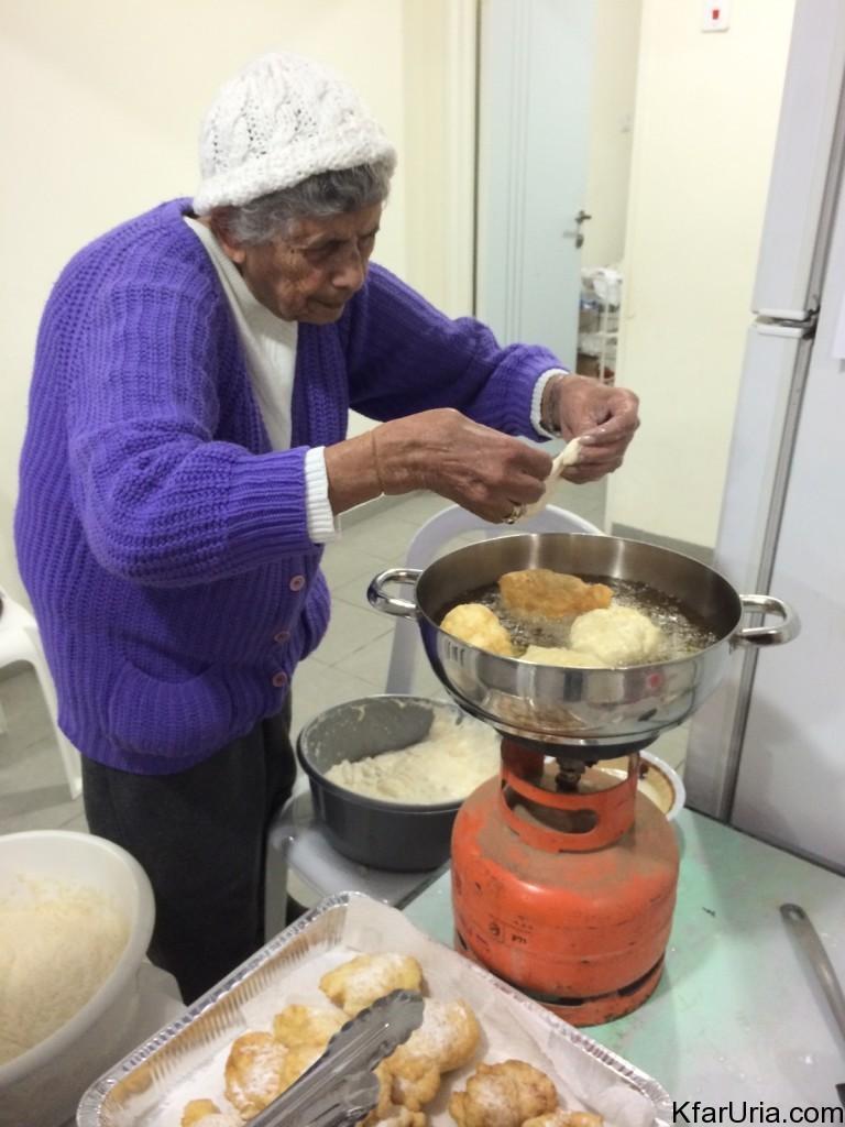 חנוכה 2014 בכפר אוריה - הכנת ספינג' וזאלביה
