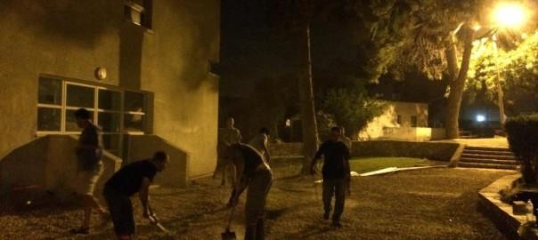 מתנדבי כפר אוריה בפעולה לשיפוץ בית העם