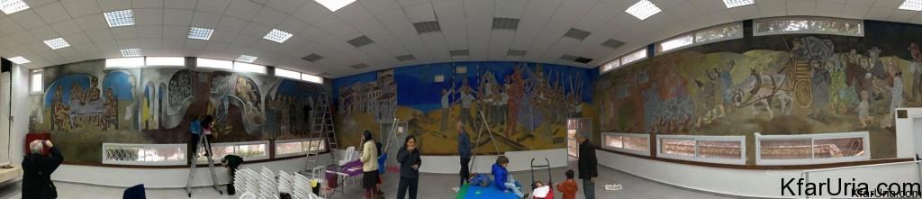 ציור-הקיר-של-אברהם-אופק-כפר-אוריה-שיפוץ-4