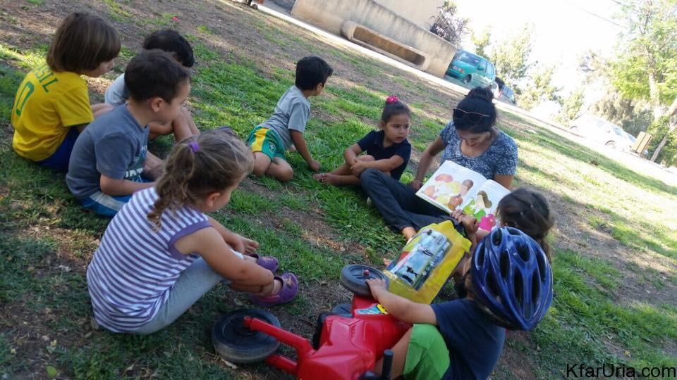 שעת סיפור על הדשא יוני 2016