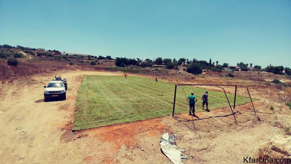 מקימים מגרש כדורגל בכפר אוריה 2016 2