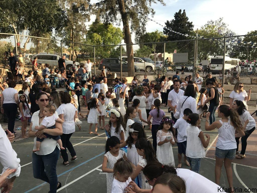 שבועות 2017 כפר אוריה - ריקודים בלבן